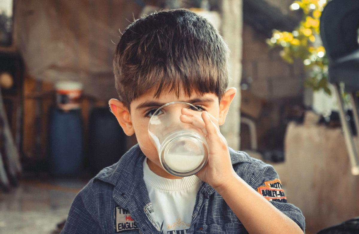 सपने में दूध पीते देखने का मतलब - Dream Of Drinking Milk Meaning