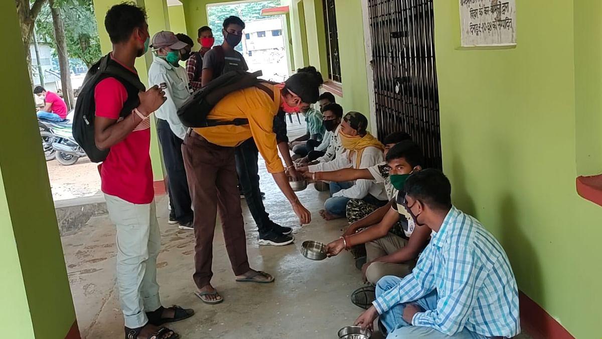 विद्यार्थी परिषद ने भिक्षाटन कर काॅलेज में व्याप्त भ्रष्टाचार का किया विरोध
