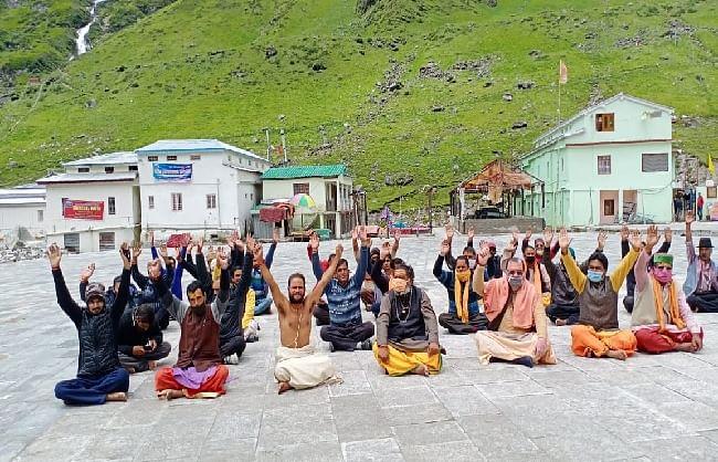 देवस्थानम बोर्ड के विरोध में अनशन जारी, केदारनाथ मंदिर के तीर्थ पुरोहित ने किया समाधि लेने का निर्णय
