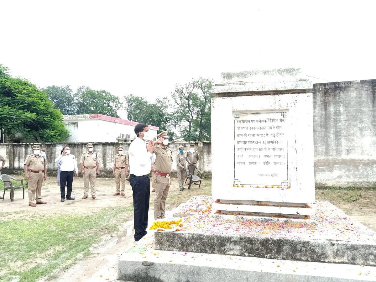 फतेहपुर:  स्वतंत्रता दिवस पर विशिष्ट सेवाओं के लिए सम्मानित किये गये पुलिसकर्मी