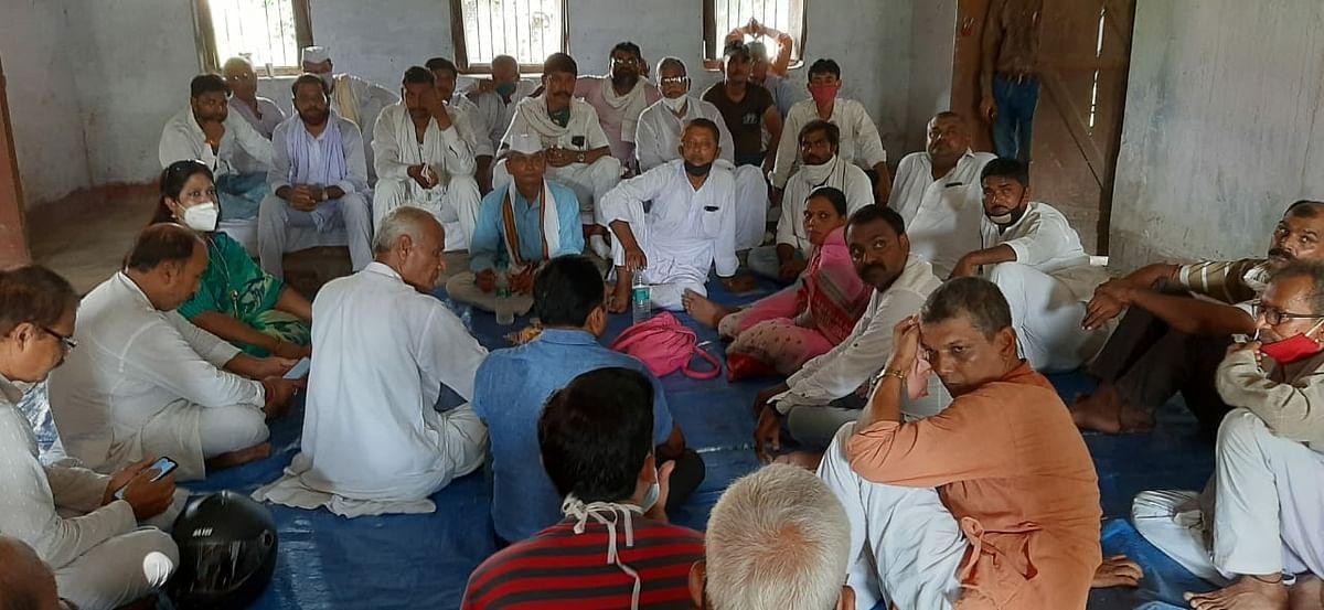 कांग्रेस पार्टी पर्यवेक्षक ने कार्यकर्ताओं की बैठक में सभी विधानसभा की समीक्षा की