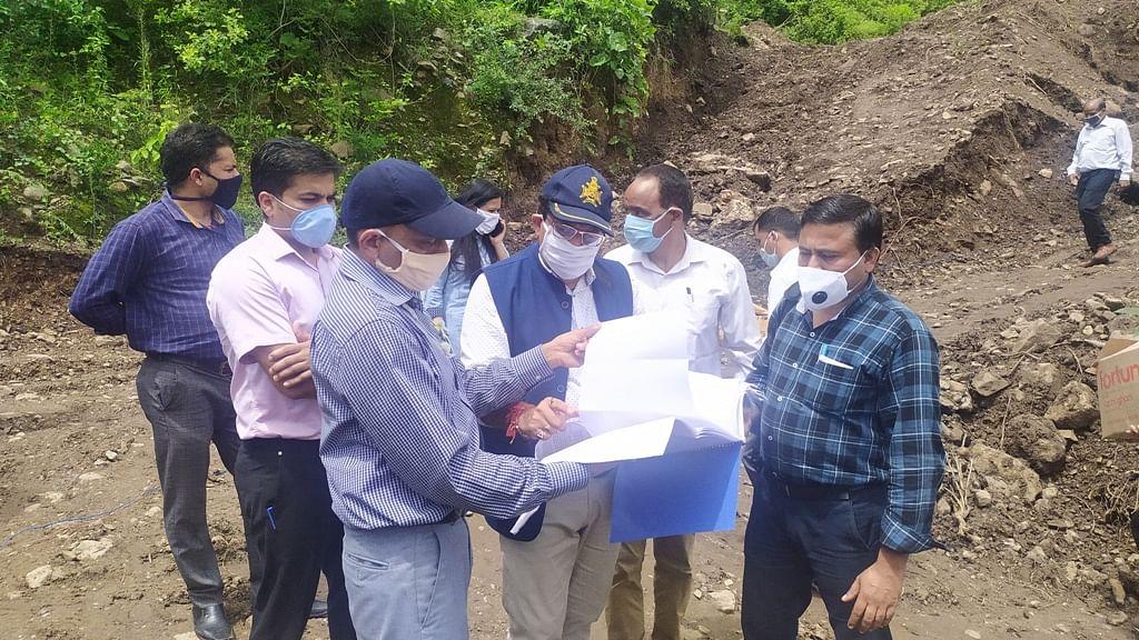 पौड़ीः पर्यटन सचिव ने '13 डिस्ट्रिक्ट 13 डेस्टिनेशन' में चयनित योजनाओं का किया स्थलीय निरीक्षण