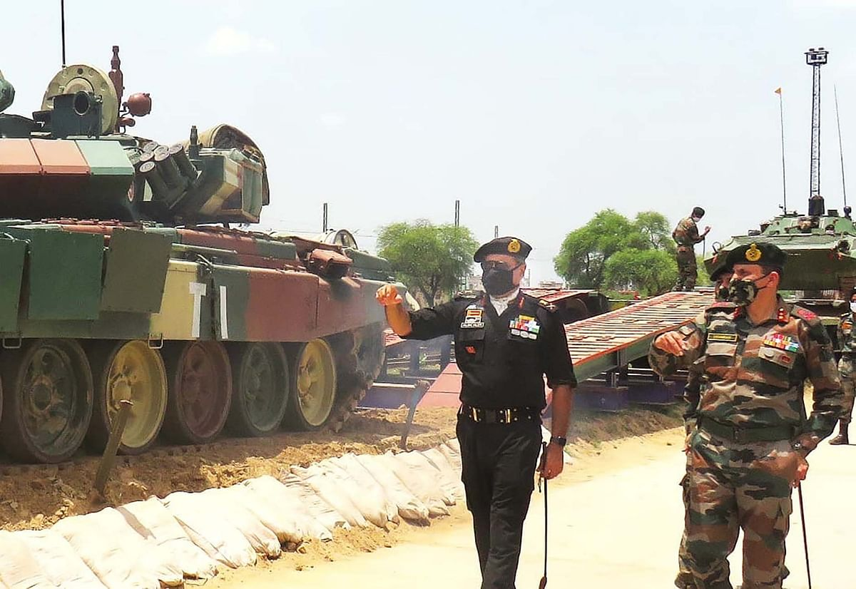 दक्षिण-पश्चिमी सेना के कमांडर ने किया हिसार मिलिट्री स्टेशन का दौरा
