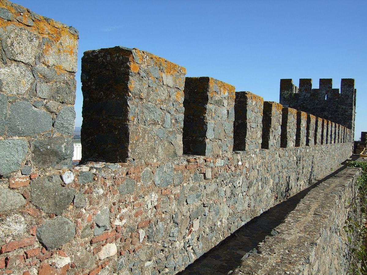 सपने में दीवार गिरना देखने का मतलब - Dream Of Fall Of Wall Meaning