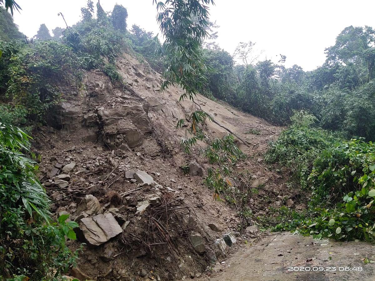 सिलीगुड़ी में फिर भूस्खलन, यातायात ठप