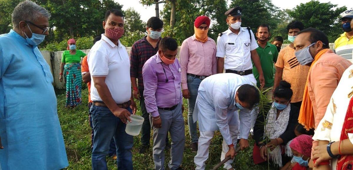 वैदिक नगर में सेवा सप्ताह पर स्पीकर ने किया पौधरोपण