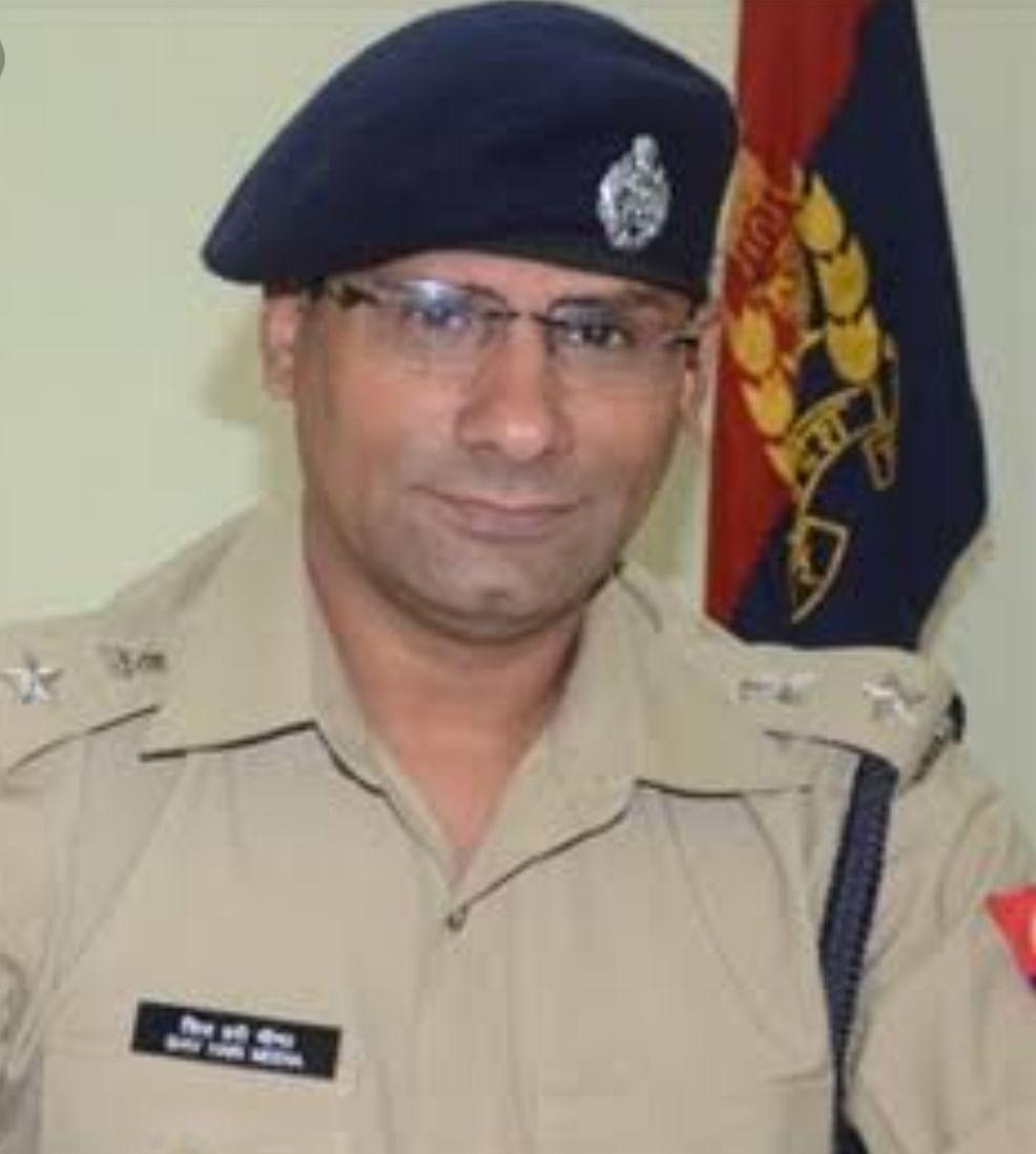सुलतानपुर एसपी ने लाइन में पड़े 55 आरक्षियों को थानों में तैनात किया