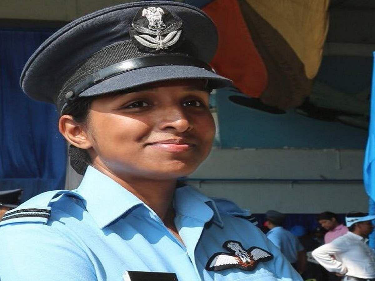 बनारस की बहादुर बेटी शिवांगी राफेल स्क्वाड्रन की बनी पहली महिला फाइटर पायलट