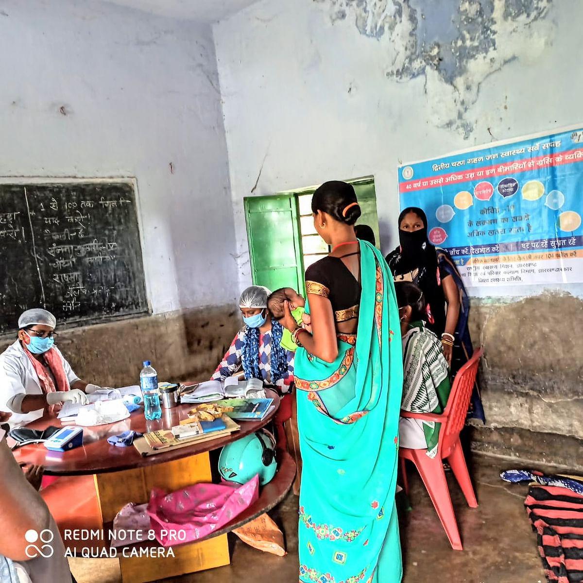 उप-स्वास्थ्य केन्द्र कुमारडीह एवं प्राथमिक विद्दालय संथालडीह में निःशुल्क स्वास्थ्य जांच शिविर आयोजित