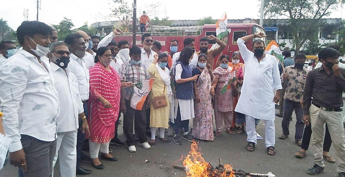 गैंगरेप व हत्या के विरोध में महिला कांग्रेस ने किया प्रदर्शन