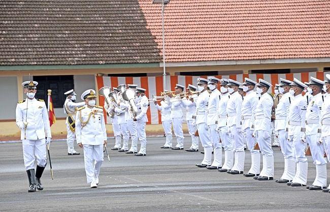 बहादुर नौसेना कर्मियों को अलंकरण समारोह में दिए गए पदक