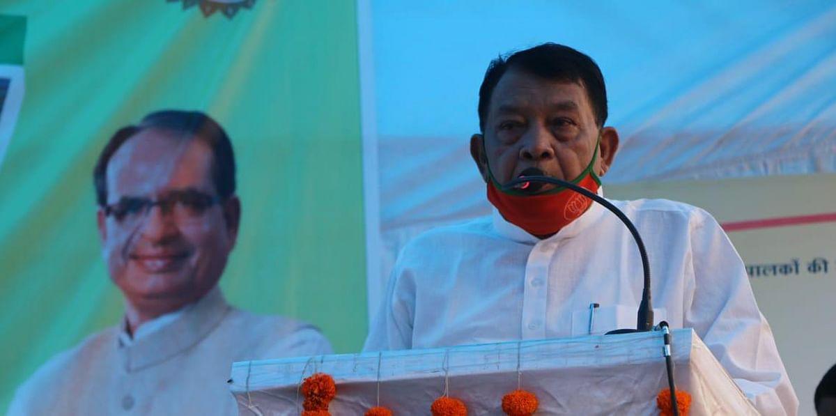 कृषि कार्य के हर चरण में शासन देगी किसानों का साथ - खाद्य मंत्री सिंह