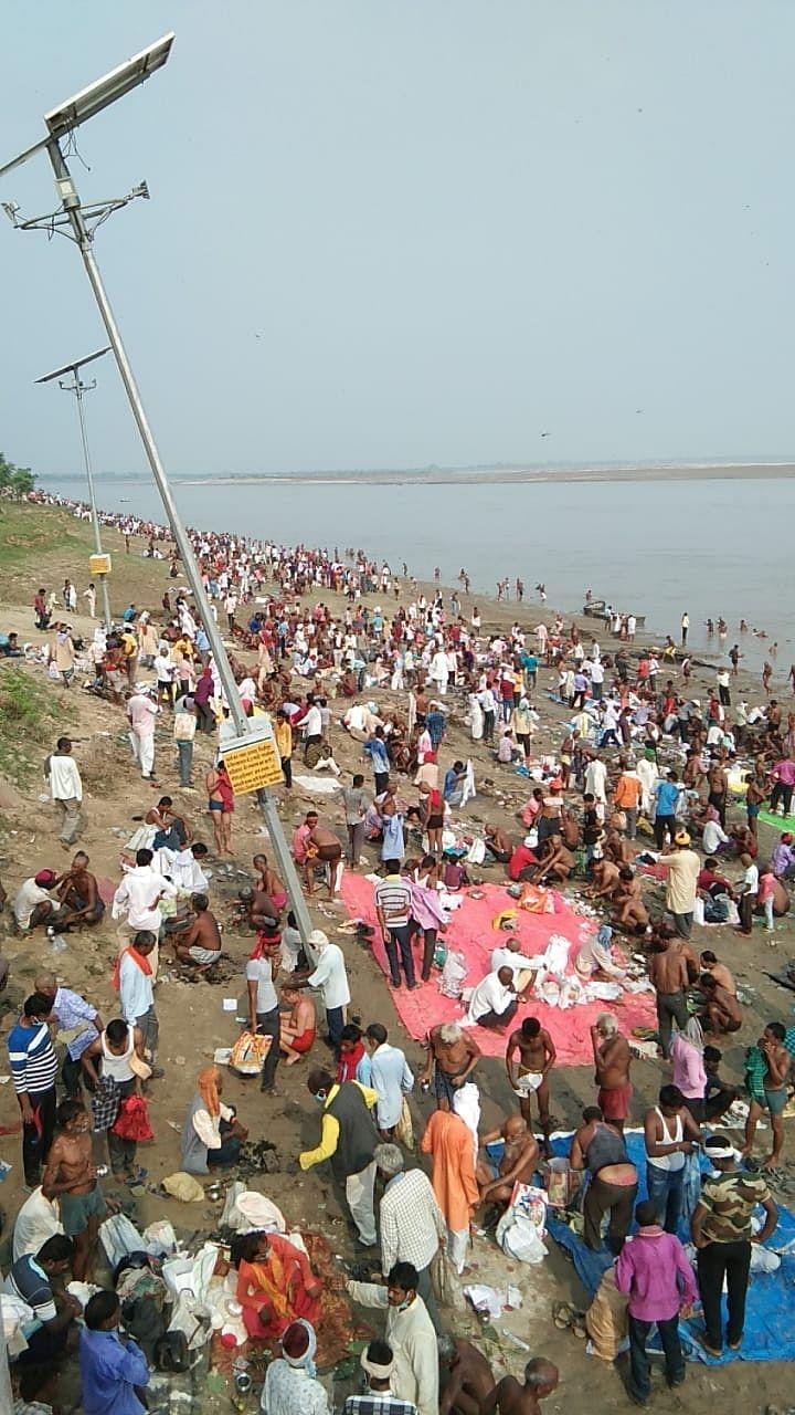 मीरजापुर : विंध्याचल के रामगया घाट पर एक लाख लोगों ने किया तर्पण