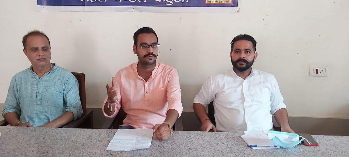 भारतीय जनता पार्टी कठुआ इकाई ने पत्रकारवार्ता कर उपराज्यपाल के कठुआ दौरा और यूटी सरकार की उपलब्धियों पर प्रकाश डाला