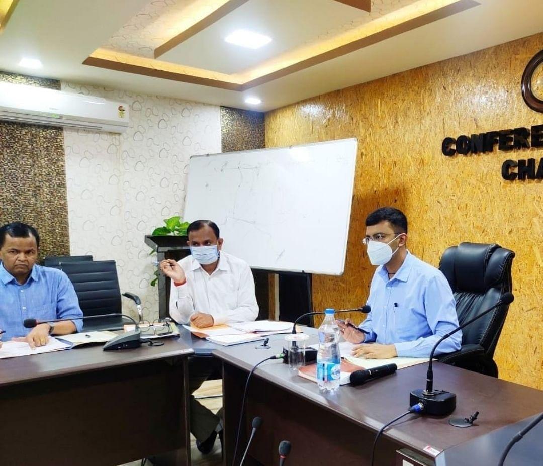 उपायुक्त ने की विभिन्न विभागों के साथ समीक्षात्मक बैठक