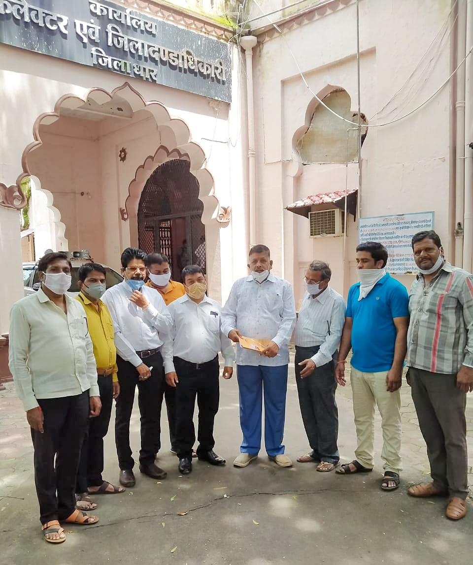 इन्दौर-दाहोद रेल प्रोजेक्ट का कार्य रोके जाने पर रेल लाओ समिति ने प्रधानमंत्री के नाम सौंपा ज्ञापन