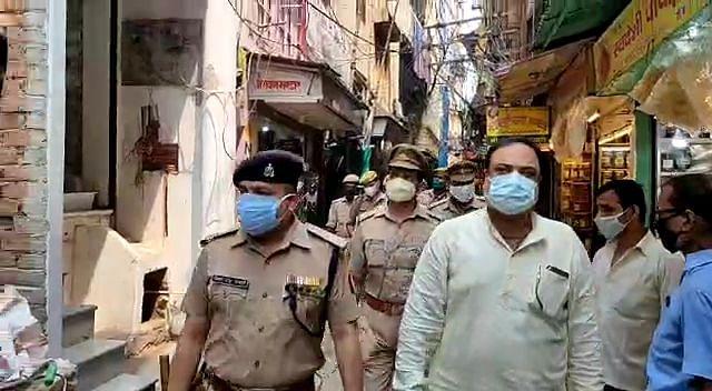 अलीगढ़ में लूट के बाद वाराणसी पुलिस सतर्क, सर्राफा बाजार में सुरक्षा व्यवस्था को परखा गया