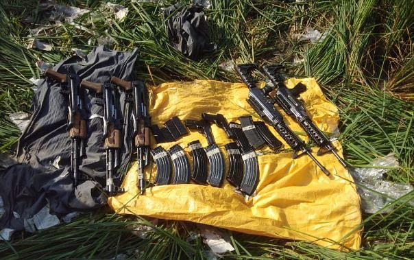 भारत-पाक सीमा पर हथियारों का जखीरा बरामद