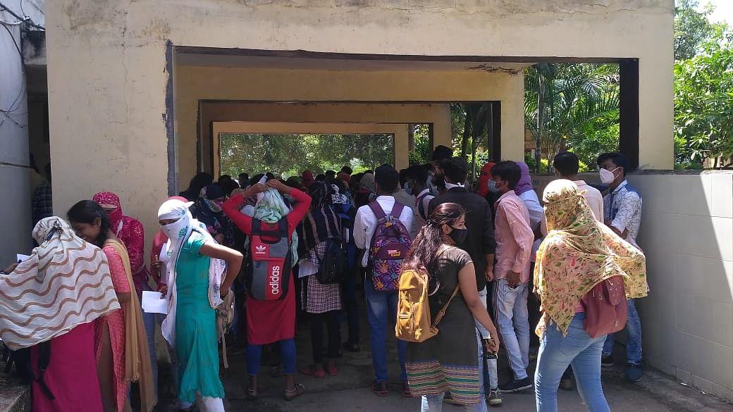 कॉलेज में हुआ छात्रों को उत्तरपुस्तिकाओं का वितरण 23 सितंबर तक