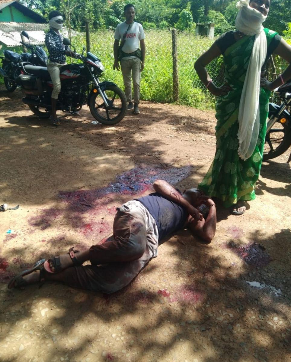 नक्सलियों ने धारदार हथियार से जवान पर किया हमला,  गंभीर घायल
