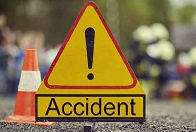 लखनऊ-आगरा एक्सप्रेसवे पर कार की टक्कर से मेंटेनेंस कर्मी की मौत