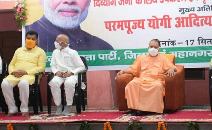 प्रधानमंत्री के जन्मदिन पर मुख्यमंत्री योगी ने दिव्यांगों को उपकरण वितरित किए
