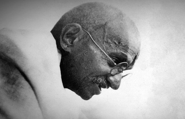 नई राह दिखाते गांधी जी के अनुभव