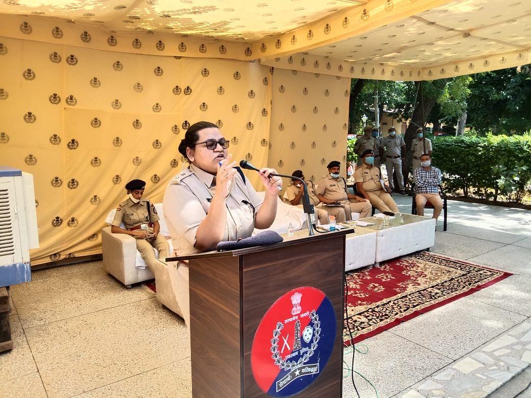 पुलिस लाइन में आयोजित संपर्क सभा में एसपी ने जानी जिले के पुलिसकर्मियों की समस्याएं