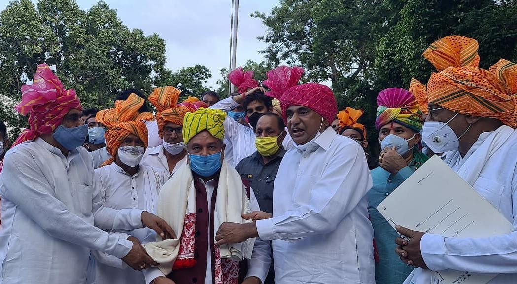 कृषि बिल पास होने पर बिधूड़ी और दिल्ली के किसानों ने केंद्रीय कृषि मंत्री तोमर से मुलाकात कर किया अभिनंदन