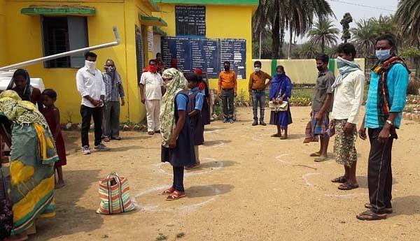 छत्तीसगढ़: कोरोना संकट काल में स्कूली बच्चों को मध्यान्ह भोजन देने में राज्य  देश में अव्वल