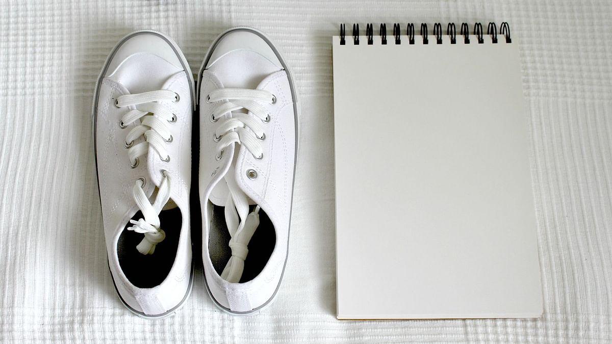 इन आसान तरीकों से फिर से बनाएं फटाफट सफेद जूतों को चमकदार