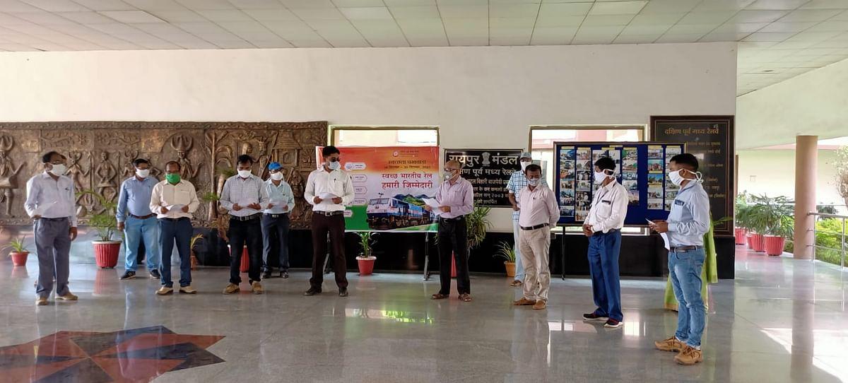 रायपुर रेल मंडल में स्वच्छता पखवाड़े का शुभारंभ