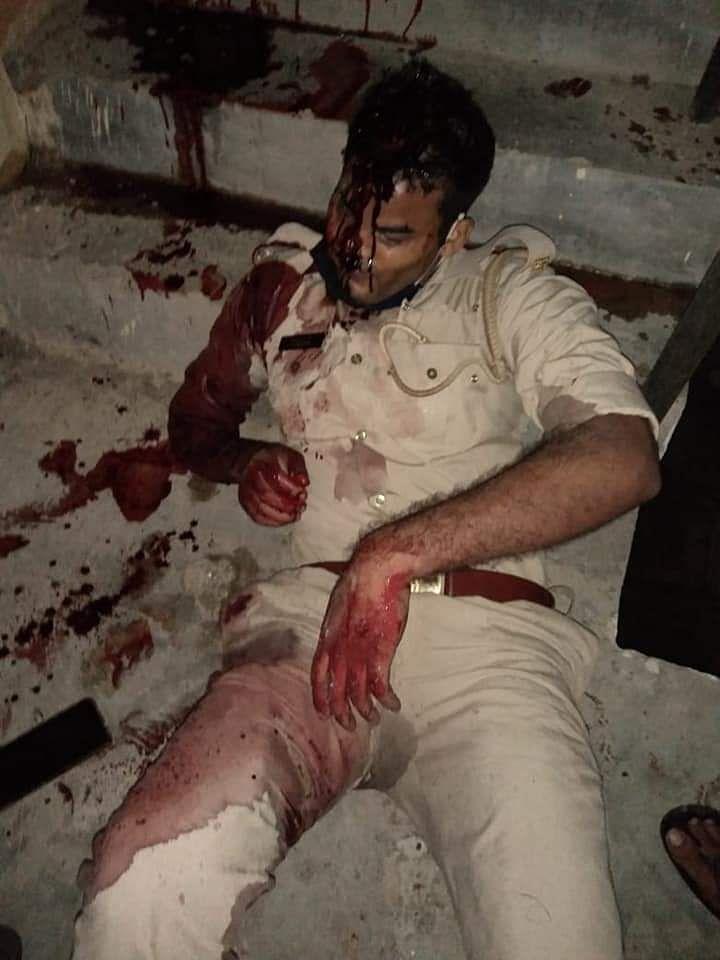 प्रतापगढ़ में बैरक की सीढ़ियों पर मिला सिपाही का शव, गोली लगने से हुई मौत