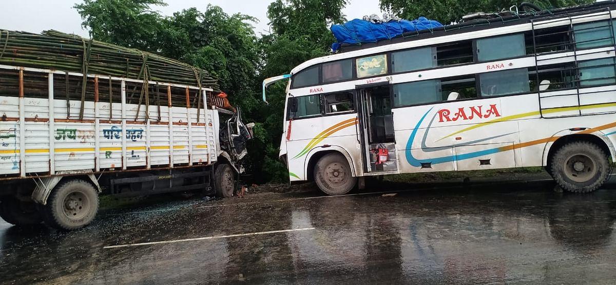 खगड़िया में एनए-31 पर बस और ट्रक की भिड़ंत में कई यात्री घायल