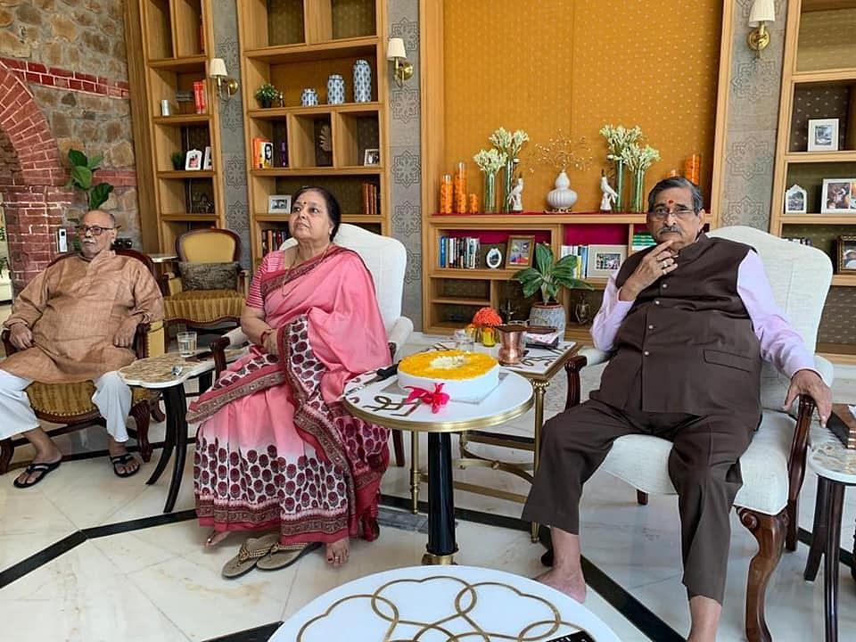 आईपीएस ने मनाया पूर्व सांसद आरके सिन्हा का जन्मदिन, दीर्घायु होने की कामना की