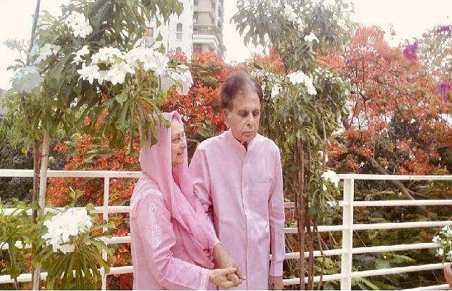 दिलीप कुमार ने पत्नी सायरा बानो संग शेयर की खास तस्वीर, कही ये बात