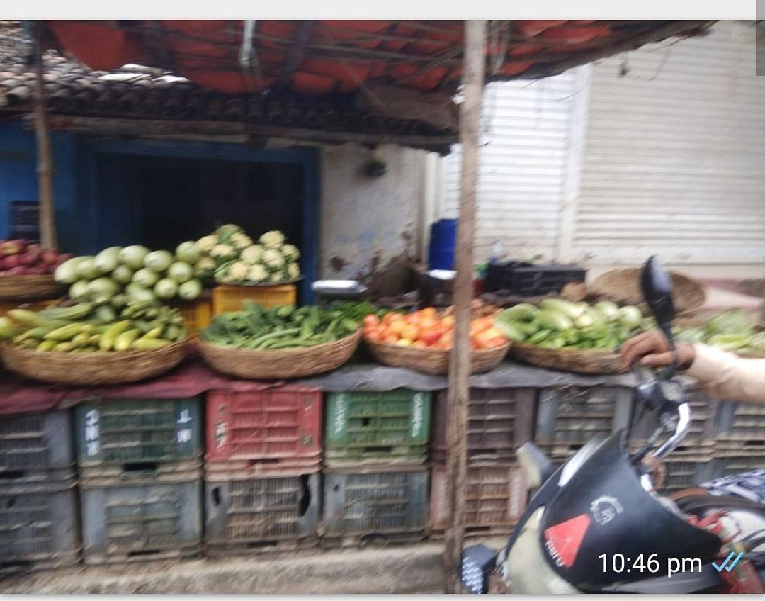 कोरोना काल के बीच आसमान छू रहे हैं सब्जियों के दाम
