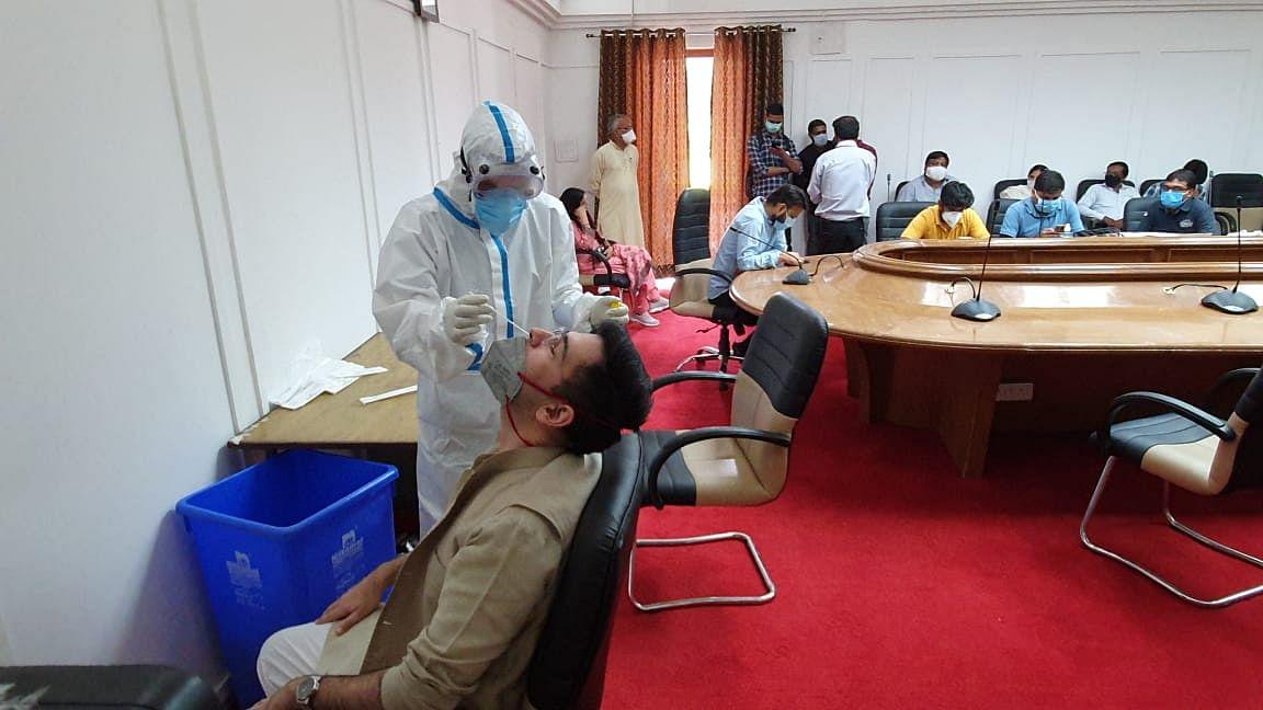 विधानसभा के सत्र से पहले विधायक राघव चड्ढा ने कराया कोरोना टेस्ट