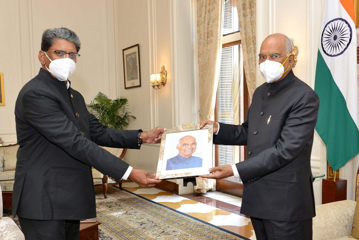 ब्राजील और उज़्बेकिस्तान में भारत के नवनियुक्त राजदूतों ने राष्ट्रपति से की मुलाकात