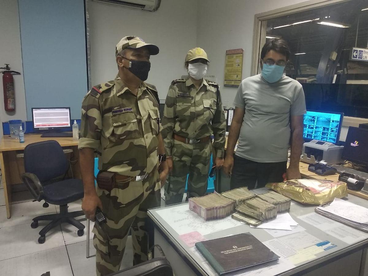 टैगोर गार्डन मेट्रो स्टेशन पर 35 लाख रुपयों के साथ पकड़ा गया यात्री
