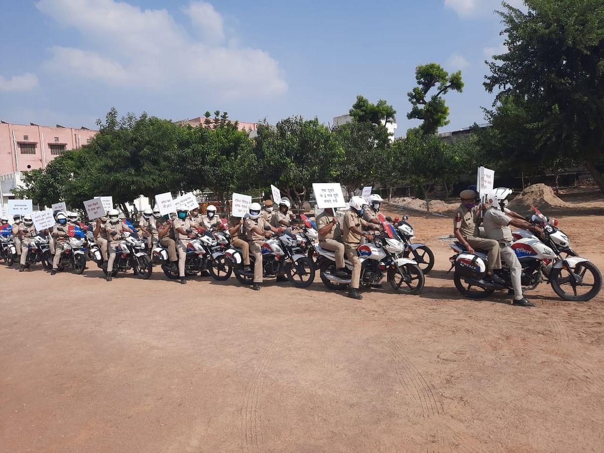 धारा 144 की पालना के लिए पुलिस ने किया फ्लैग मार्च