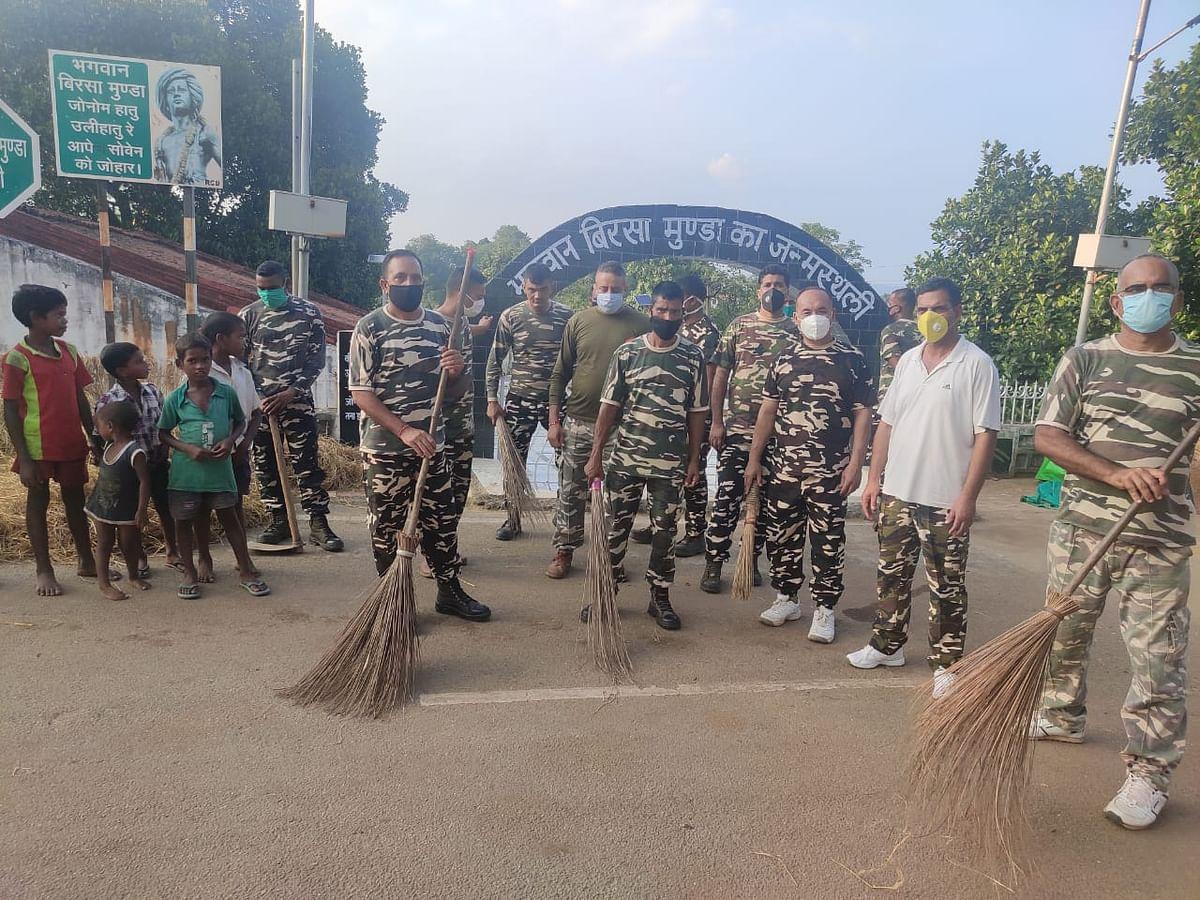 सशस्त्र सीमा बल ने उलिहातू में चलाया स्वच्छता अभियान
