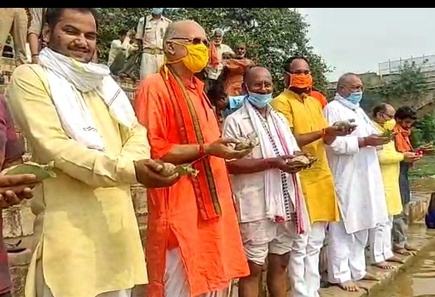 सुमंगलम संस्था ने मंदाकिनी तट पर किया देश के अमर शहीदों का तर्पण