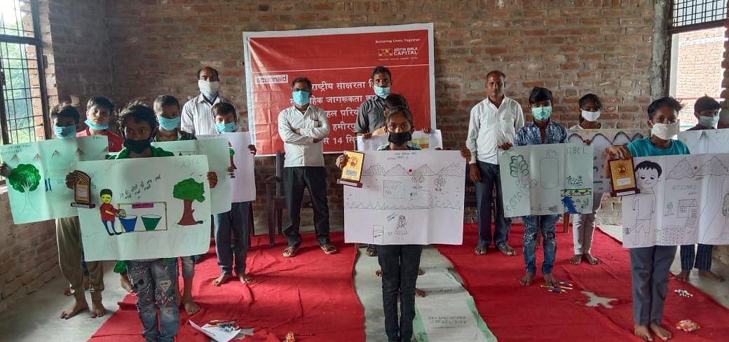 बच्चों की पोस्टर प्रतियोगिता में प्रतिभागी बच्चे हुए सम्मानित