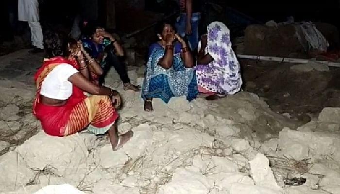 बाराबंकी : भगदड़ में महिला के घर के दीवार गिरी, दो की मौत