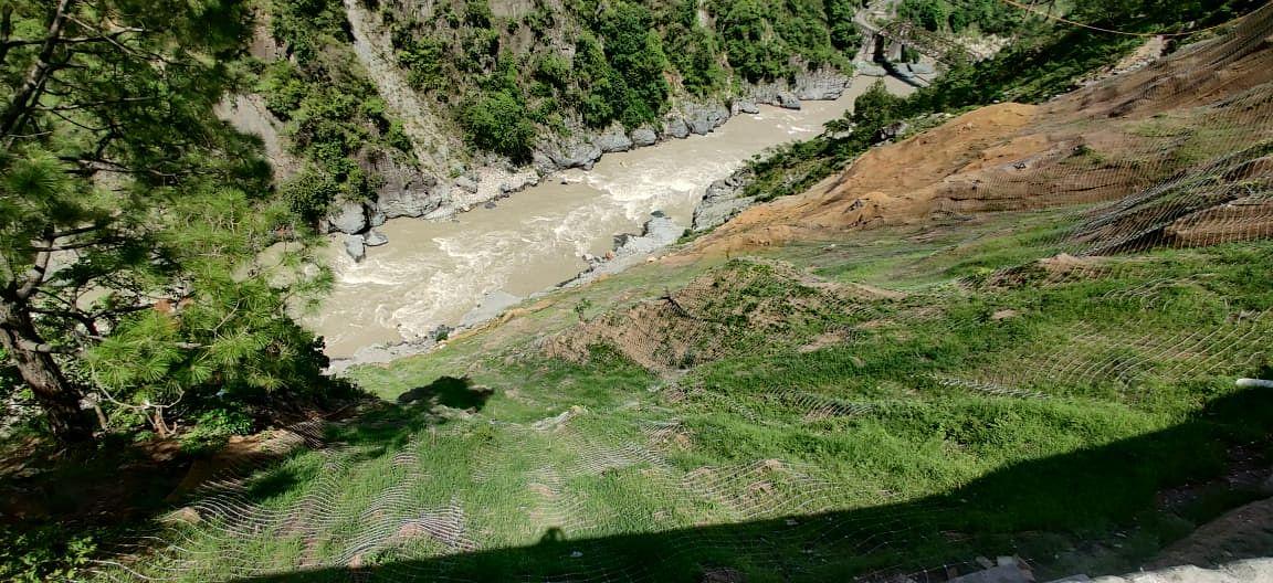 ऑल वेदर रोड का मलबा गंगा नदी मेंं गिरने से रोकेगी अमेरिकन घास