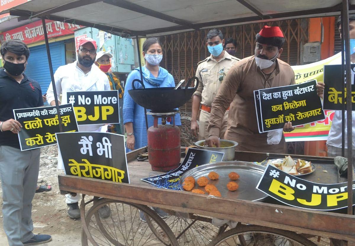 प्रधानमंत्री मोदी का जन्मदिन सपाइयों ने राष्ट्रीय बेरोजगार दिवस के रूप में मनाया, तला पकौड़ा