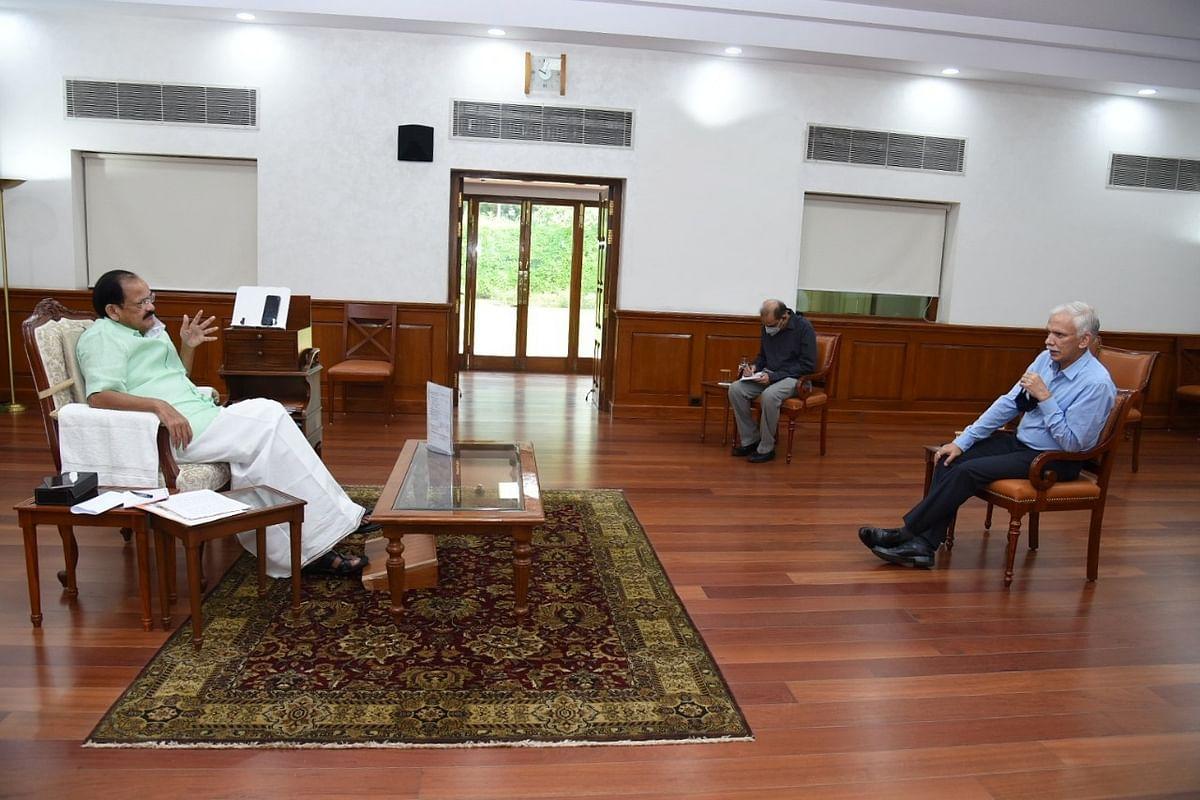 पशुपालन और डेयरी विभाग के सचिव ने सोमवार उपराष्ट्रपति से की मुलाकात की