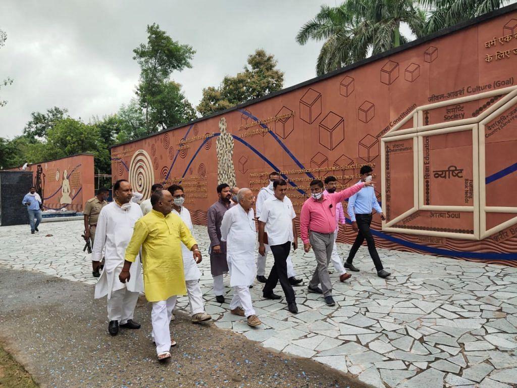 भाजपा नेताओं ने किया पंडित दीनदयाल स्मृति उपवन का निरीक्षण,जयंती की तैयारियां
