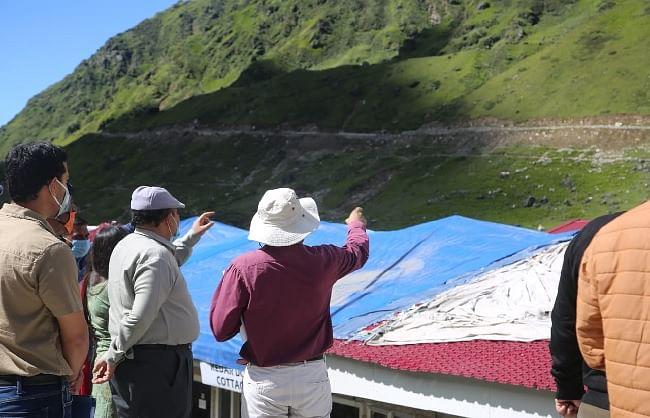 उत्तराखंड के मुख्य सचिव और पर्यटन सचिव ने किया केदारनाथ धाम के पुनर्निर्माण कार्यों का स्थलीय निरीक्षण